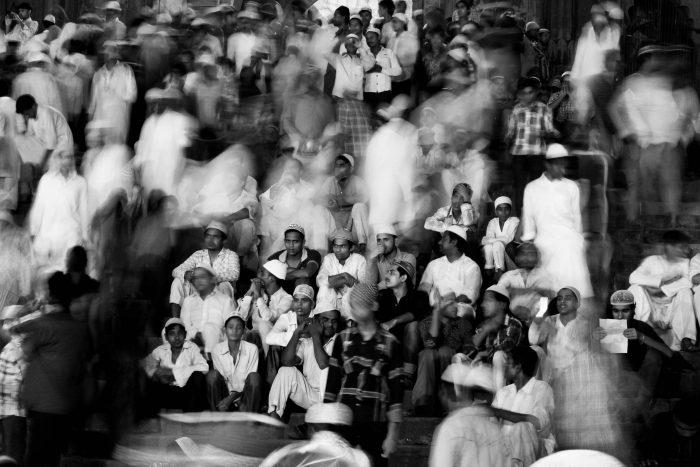 Photo de foule avec flou de mouvement