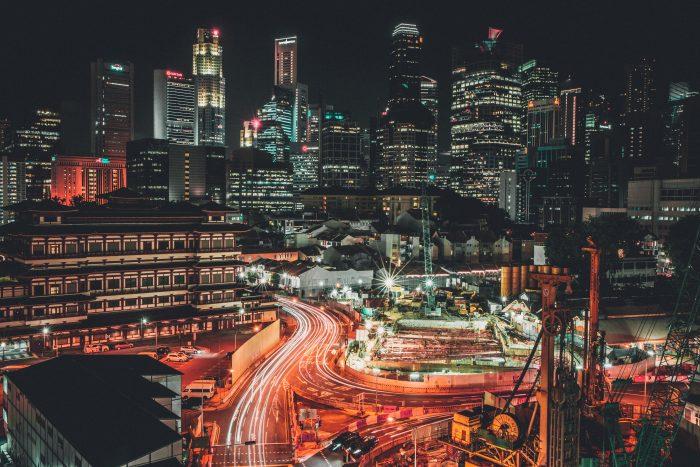 paysage urbain de nuit - compensation d'exposition